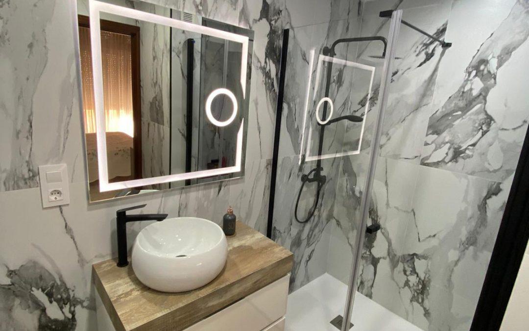Convierte tu baño antiguo en un espacio totalmente nuevo y moderno