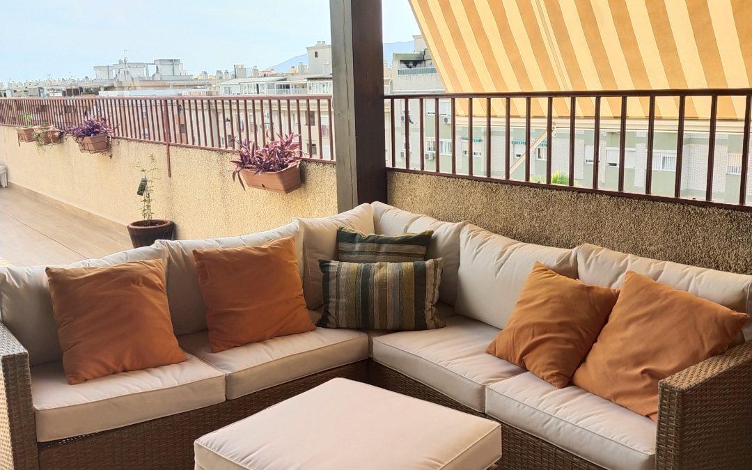 La reforma de esta terraza se ha realizado con material porcelánico. El buen trabajo de los profesionales de MB1 se deja ver en los acabados.
